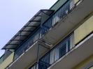 Daszek balkonowy ?ukowy z zabudowa boczna